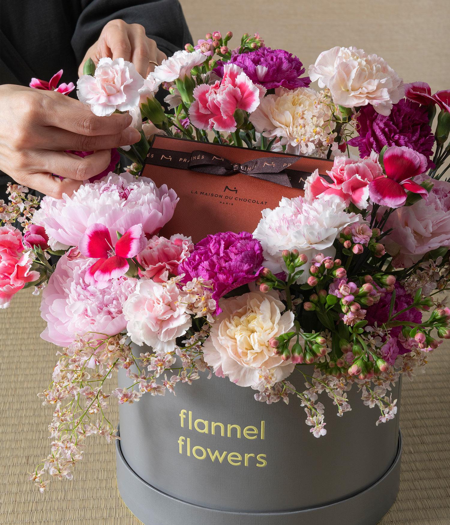 Florist arranging blossom II peony flower box by flannel flowers